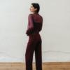 Sobrecamisa Tina de Chiribita con conjunto Greta Burdeos de perfil
